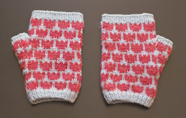 FO – Tulip Mitts Test Knit